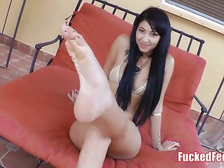 Hot babe Esmi Lee gets feet worshiped and licked outside!